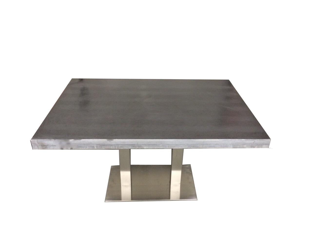Betonnen tafel met RVS onderstel   Beton Cir u00e9 Centrum